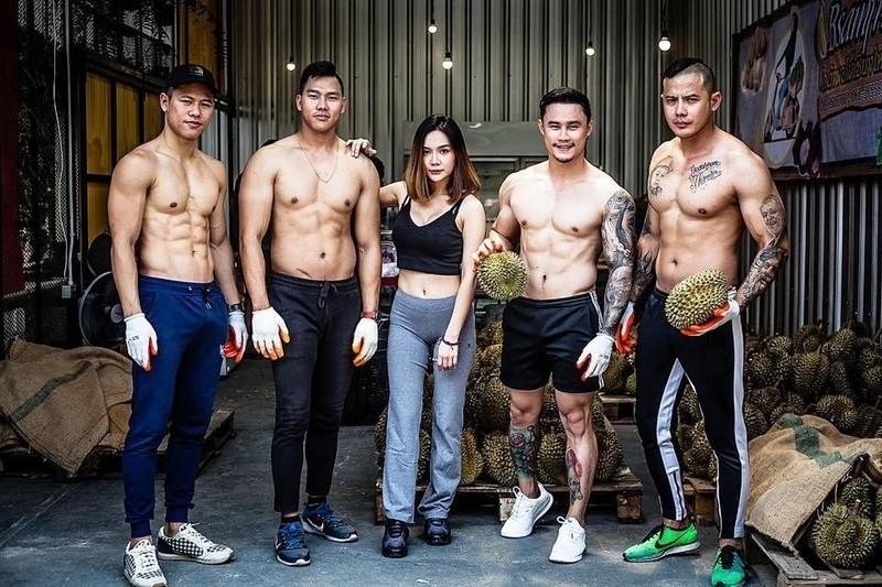 Trai dep 6 mui coi tran ban sau rieng gay xon xao khap pho-Hinh-2