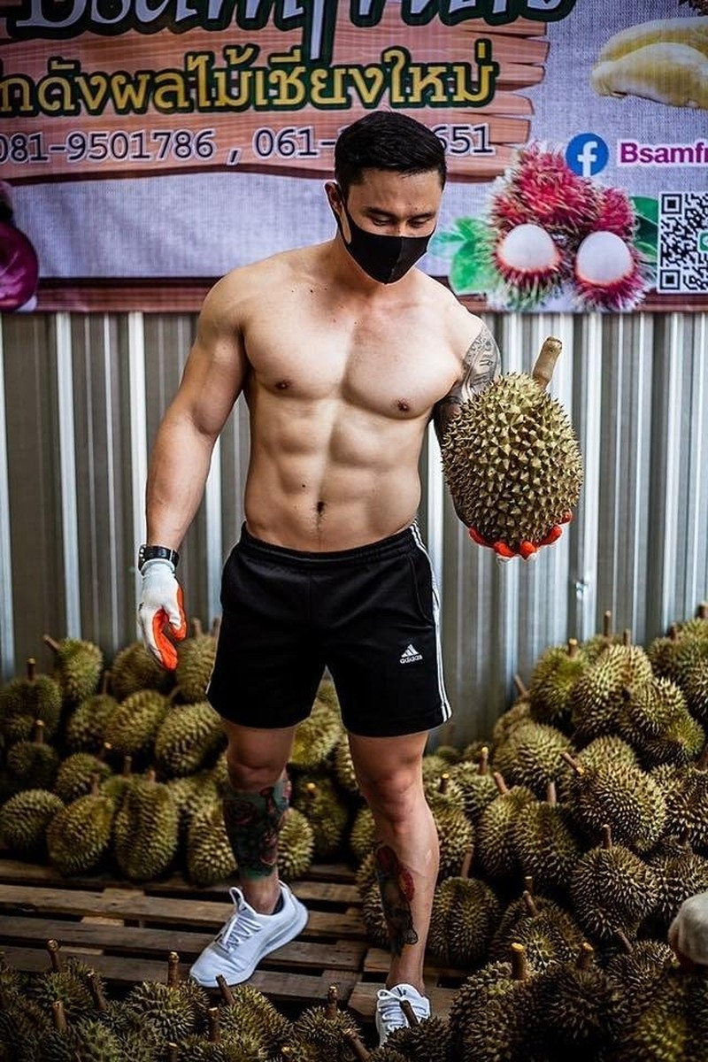 Trai dep 6 mui coi tran ban sau rieng gay xon xao khap pho-Hinh-4