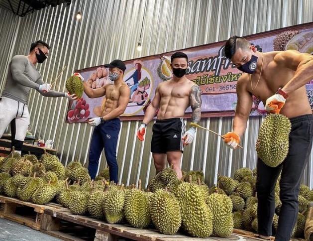 Trai dep 6 mui coi tran ban sau rieng gay xon xao khap pho-Hinh-5