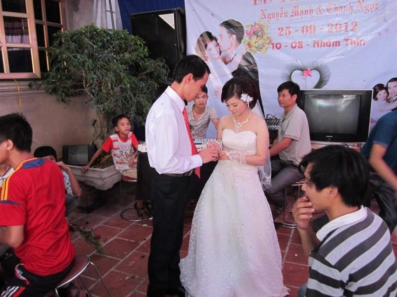 Chiu kho tuong tac MXH, chang trai liet 2 chan van cuoi duoc vo-Hinh-4