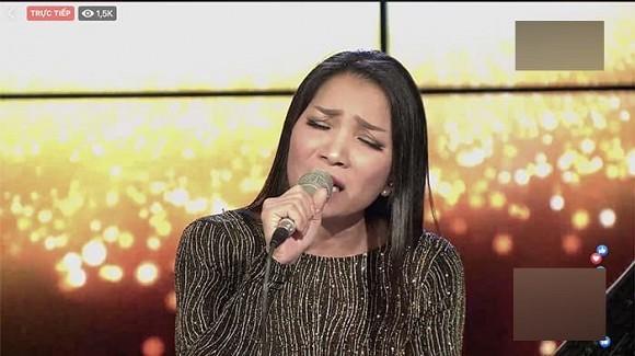 Hong Ngoc chinh thuc xuat hien tren song livestream, khoe nhan sac that 100%