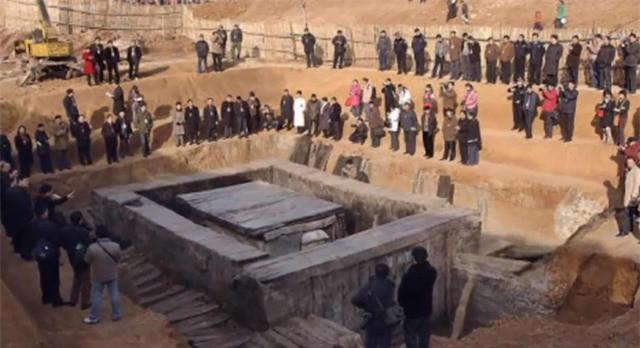 """Bi an 21 chiec quan tai """"tung hoa mu"""" trong dam tang Bao Cong-Hinh-3"""