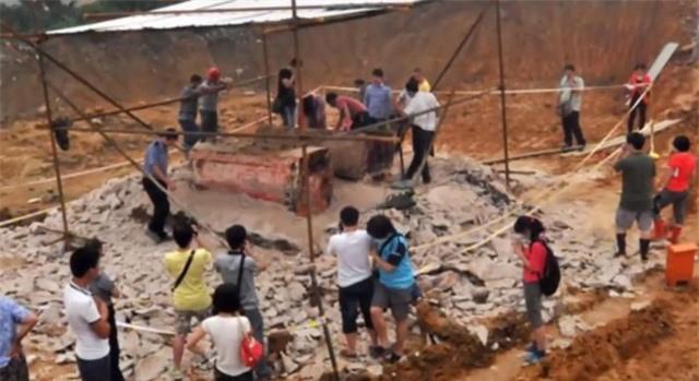 """Bi an 21 chiec quan tai """"tung hoa mu"""" trong dam tang Bao Cong-Hinh-6"""