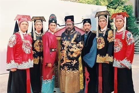 """Bi an 21 chiec quan tai """"tung hoa mu"""" trong dam tang Bao Cong"""