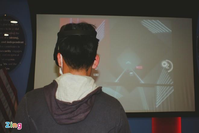 Hoc sinh truong Ams sang tao robot, kinh thuc te ao VR-Hinh-2