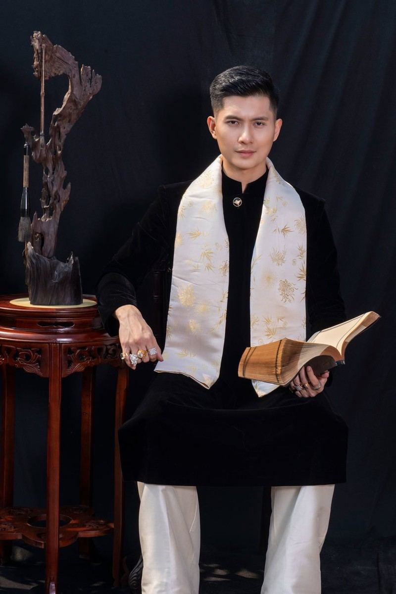 Ban trai Le Quyen, Lam Bao Chau la tay choi kim cuong dich thuc-Hinh-2