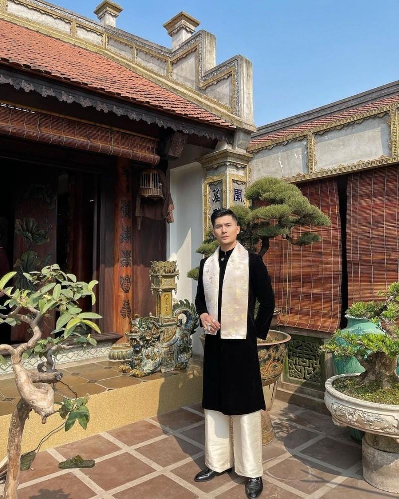 Ban trai Le Quyen, Lam Bao Chau la tay choi kim cuong dich thuc