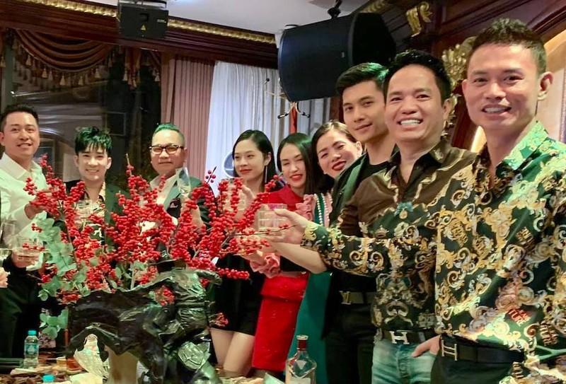 Le Quyen - Lam Bao Chau vui ve don Tet ben nhau-Hinh-2