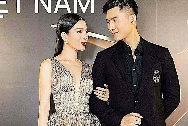 Le Quyen - Lam Bao Chau vui ve don Tet ben nhau-Hinh-3