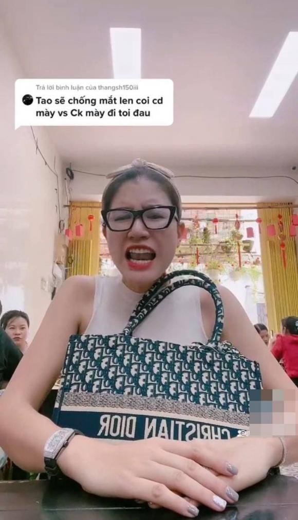 Trang Tran phan ung cuc gat khi anti-fan 'mia mai' hon nhan
