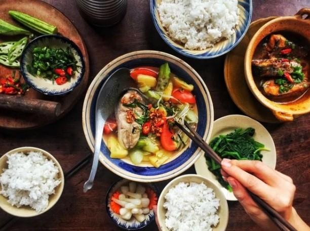 Bo me chong an com khong goi con giao huan, con dau lam dieu soc-Hinh-2