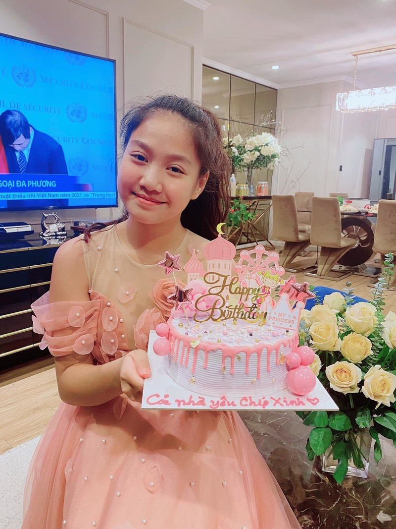Con gai 12 tuoi, cao 1,55m giong dien vien Manh Truong nhu duc-Hinh-2