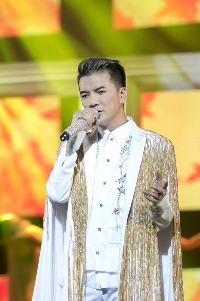 """Dam Vinh Hung mac """"style Fuho"""" hat trong tiec ba Phuong Hang-Hinh-13"""