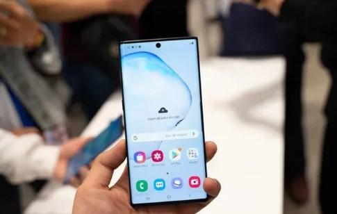 Con trai ut cua CEO Dai Nam su dung smartphone hieu gi?-Hinh-3