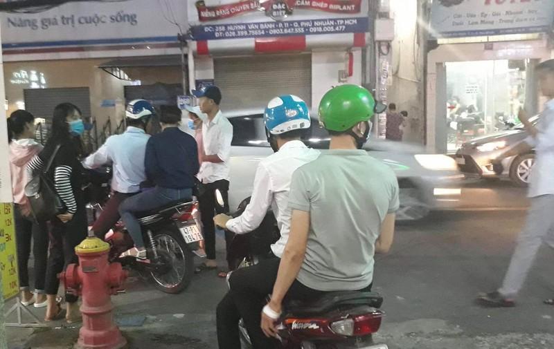 Nam nhan vien tu vong bat thuong trong thang may nha hang Thoang Viet-Hinh-2