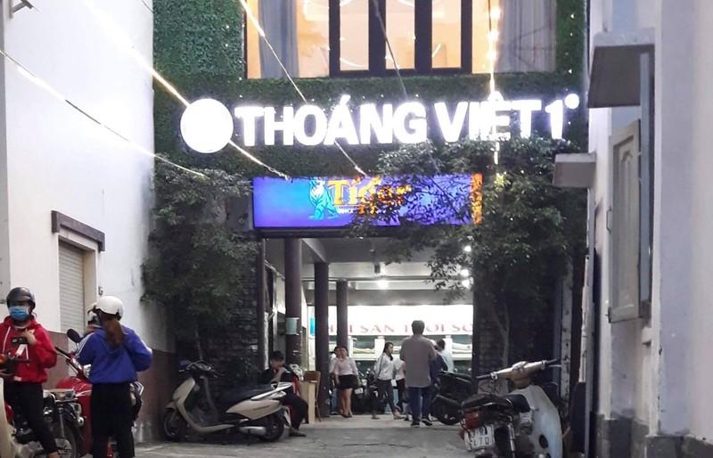 Nam nhan vien tu vong bat thuong trong thang may nha hang Thoang Viet