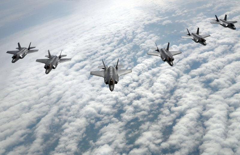 Dinh be boi linh kien dom, gia may bay F-35