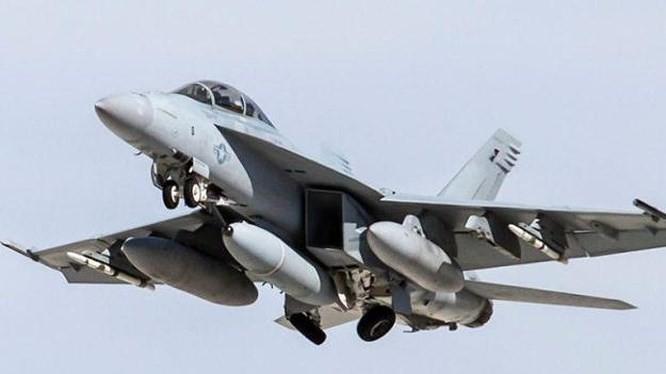 So hai may bay tang hinh Nga-Trung, My nang cap F/A-18