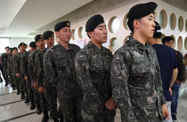 Nan lam dung va nguoc dai nguoi dong tinh trong quan doi Han-Hinh-2