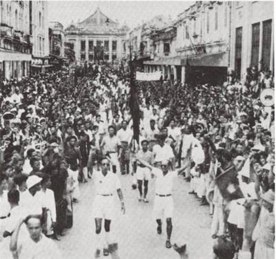Cuoc Tong khoi nghia Ha Noi ruc lua trong Cach mang Thang 8