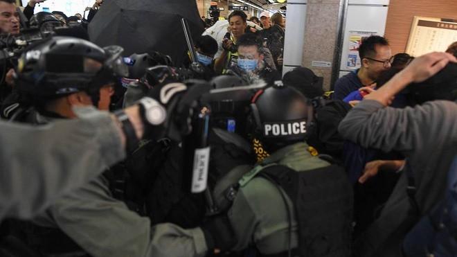 Bieu tinh va dung do no ra o cac trung tam thuong mai Hong Kong