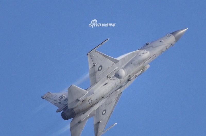Trung Quoc nang cap JF-17 len phien ban 3, co dang la moi lo cho Nhat – Han?-Hinh-10