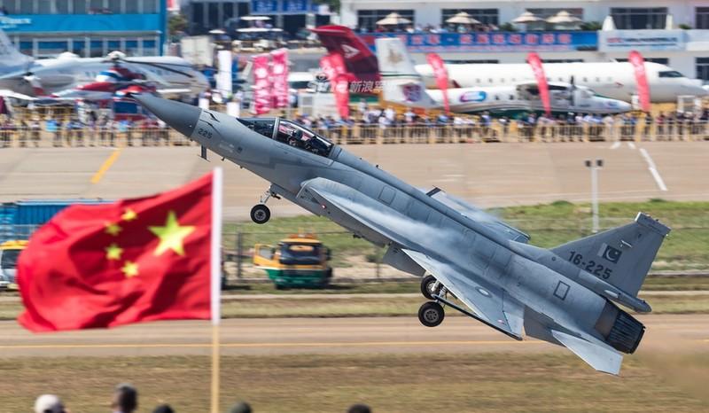 Trung Quoc nang cap JF-17 len phien ban 3, co dang la moi lo cho Nhat – Han?-Hinh-7