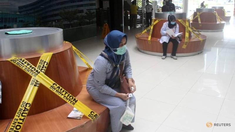 Covid-19: So nguoi chet o Indonesia cao nhat DNA, Bangkok dong cua moi trung tam thuong mai