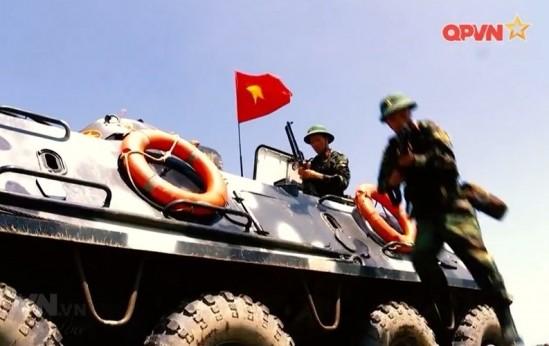 Xe boc thep BTR-60 Viet Nam boi cuc dinh, phoi hop hiep dong tot voi tau do bo-Hinh-11