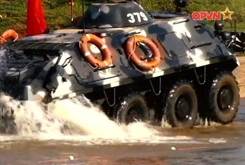 Xe boc thep BTR-60 Viet Nam boi cuc dinh, phoi hop hiep dong tot voi tau do bo-Hinh-12