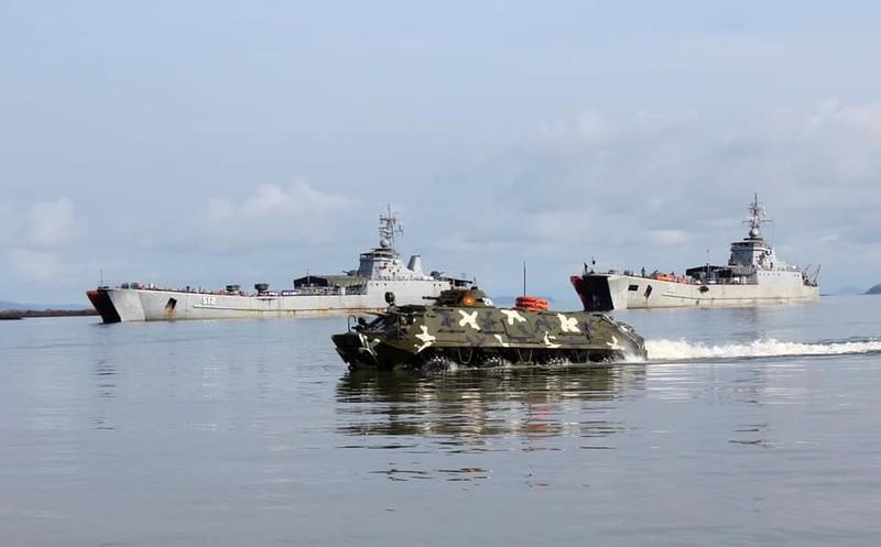 Xe boc thep BTR-60 Viet Nam boi cuc dinh, phoi hop hiep dong tot voi tau do bo