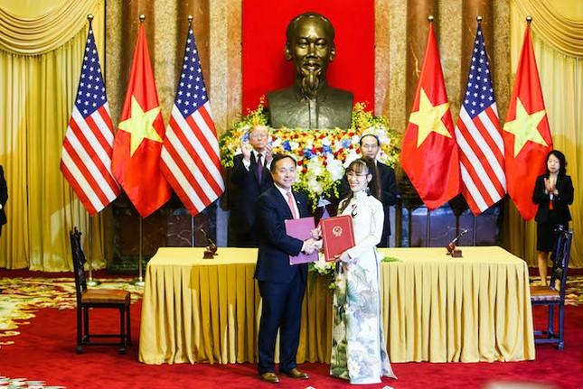 Tong thong Trump chung kien Vietjet va Pratt & Whitney ky thoa thuan tri gia 600 trieu do la