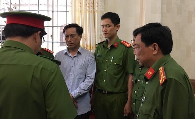 Vi sao hang loat lanh dao o Tra Vinh bi de nghi ky luat?