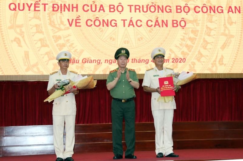 Thuong ta Huynh Viet Hoa giu chuc vu Giam doc Cong an Hau Giang