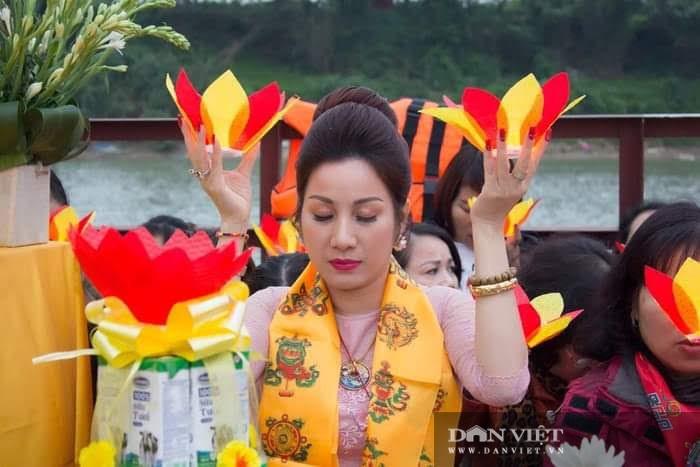 Phuc hoi clip vo chong Duong Nhue danh nhan vien xe khach-Hinh-3