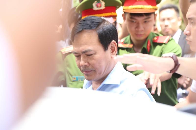 Toa tra ho so vu Nguyen Huu Linh: O to Linh