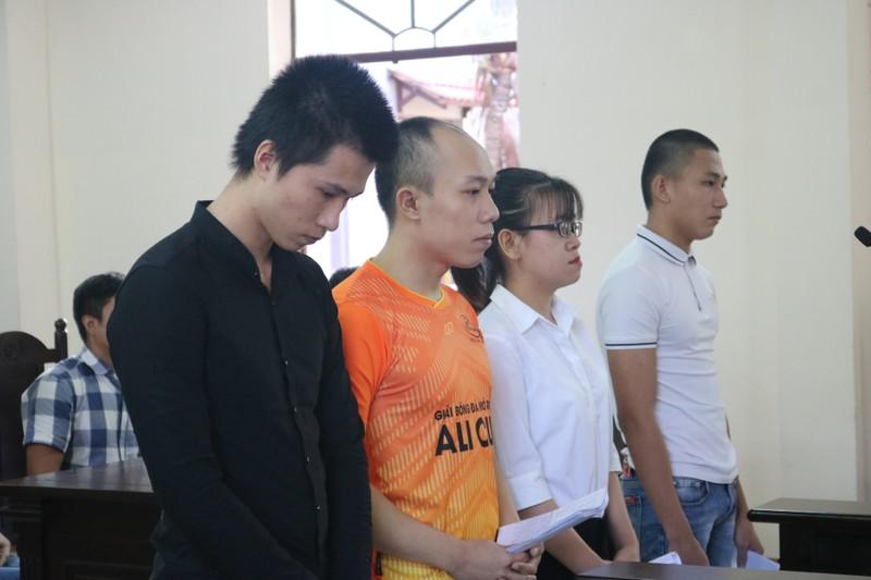 Nu nhan vien Alibaba tiet lo ve chi dao gay rung dong cua Chu tich cong ty Alibaba
