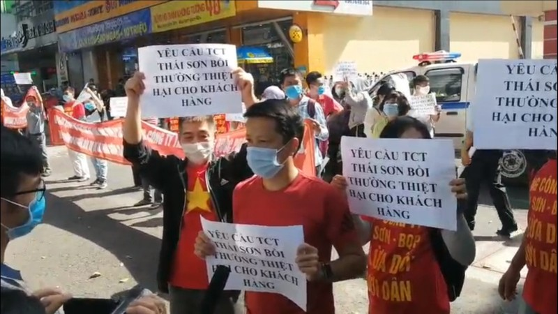 Khach hang cang bang ron