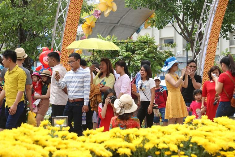 Chuyen chua tung xay ra tren duong hoa Nguyen Hue-Hinh-3