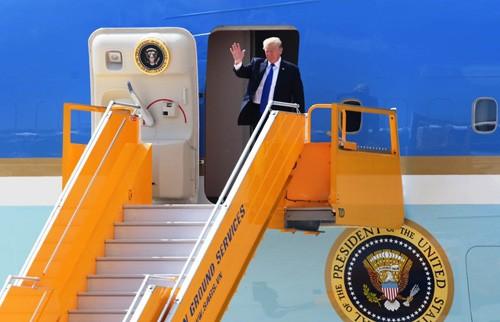 Tong thong My Donald Trump vua den san bay Da Nang