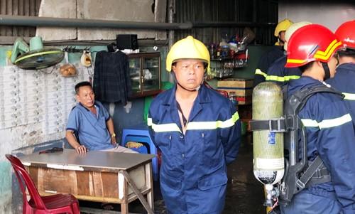 TP HCM: Chong cham lua dot nha sau khi cai nhau voi vo