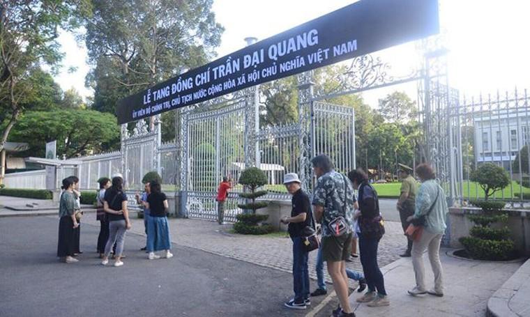 TP HCM: Nhieu co quan, don vi treo co ru chuan bi Quoc tang Chu tich nuoc-Hinh-3
