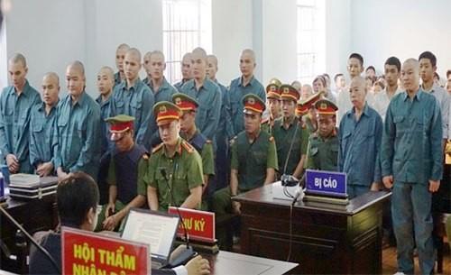 Dap pha tru so UBND tinh Binh Thuan, 30 nguoi bi xu tu-Hinh-2