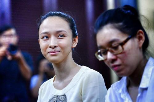 Het thoi han dieu tra, vu Hoa hau Phuong Nga day tinh tiet bat ngo