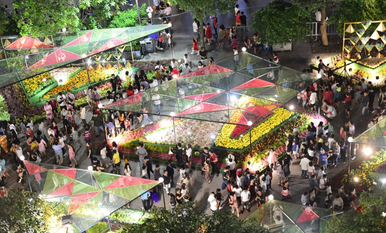 Duong hoa Nguyen Hue ruc ro trong dem khai mac-Hinh-9