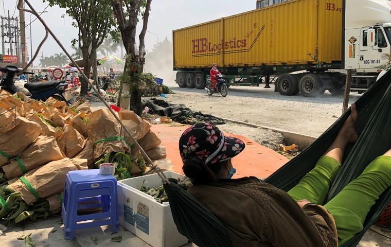 """Canh kinh hoang o duong den """"Cho Hoa xuan"""" dau moi Binh Dien-Hinh-9"""
