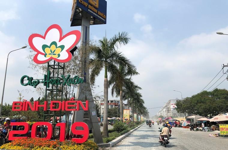 """Canh kinh hoang o duong den """"Cho Hoa xuan"""" dau moi Binh Dien"""