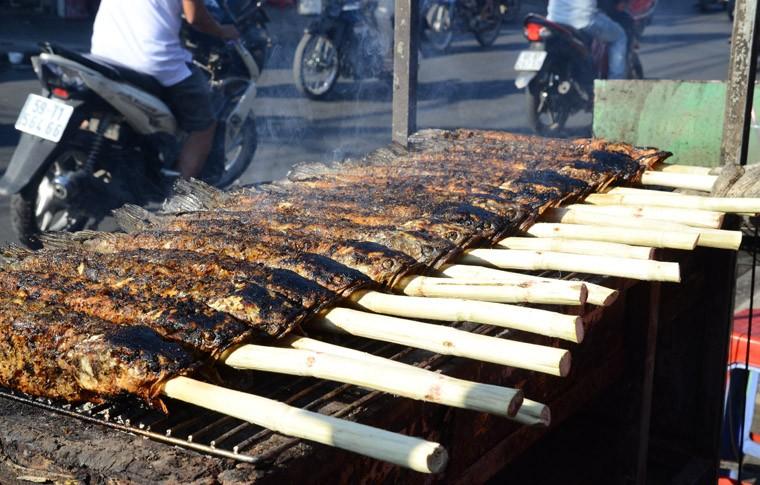 """Thanh nien """"ba dao"""" mua ca loc nuong via than tai tang ban gai ngay Valentine-Hinh-8"""