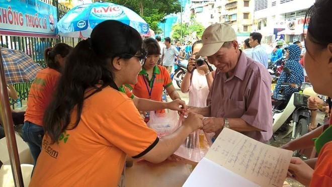Xuc dong nhung phan com 5.000 phuc vu si tu mua thi-Hinh-2