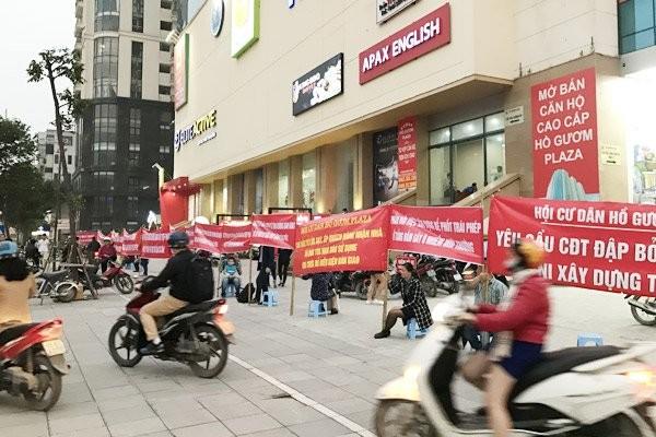 Vo mong 5 sao: Dan Ho Guom Plaza cang bang ron phan doi